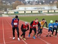 Winterbahnlauf Marburg - VfLer am Start über 800m und 10000m