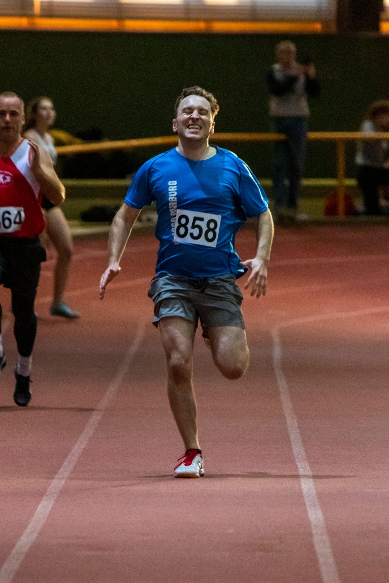 Jonas auf der Zielgerade der 200m